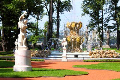 Walking tour of the Summer Garden